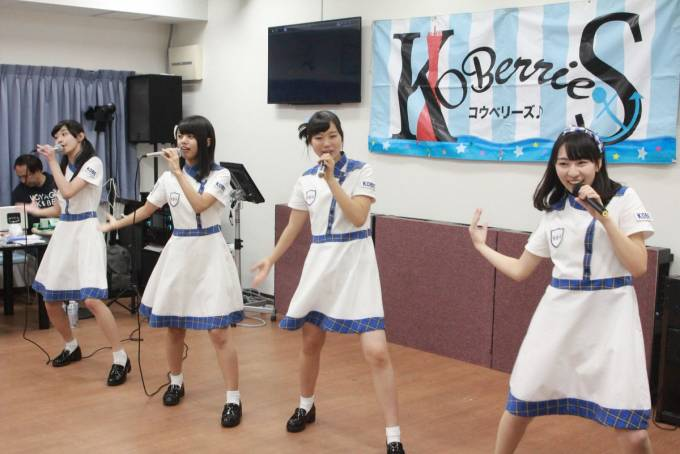 新長田歌居屋KOBerrieS♪ライブ! #KOBerrieS https://t.co/X7p3CSdEYk